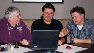 Die Schiris Jürgen Leipe, Falko Meyer und Oliver Vogt (v. l.) machen sich Sorgen um die Zukunft ihrer Zunft.